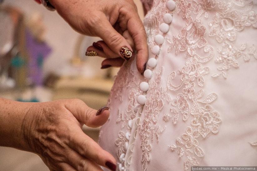 Como recoger la cauda del vestido de novia.