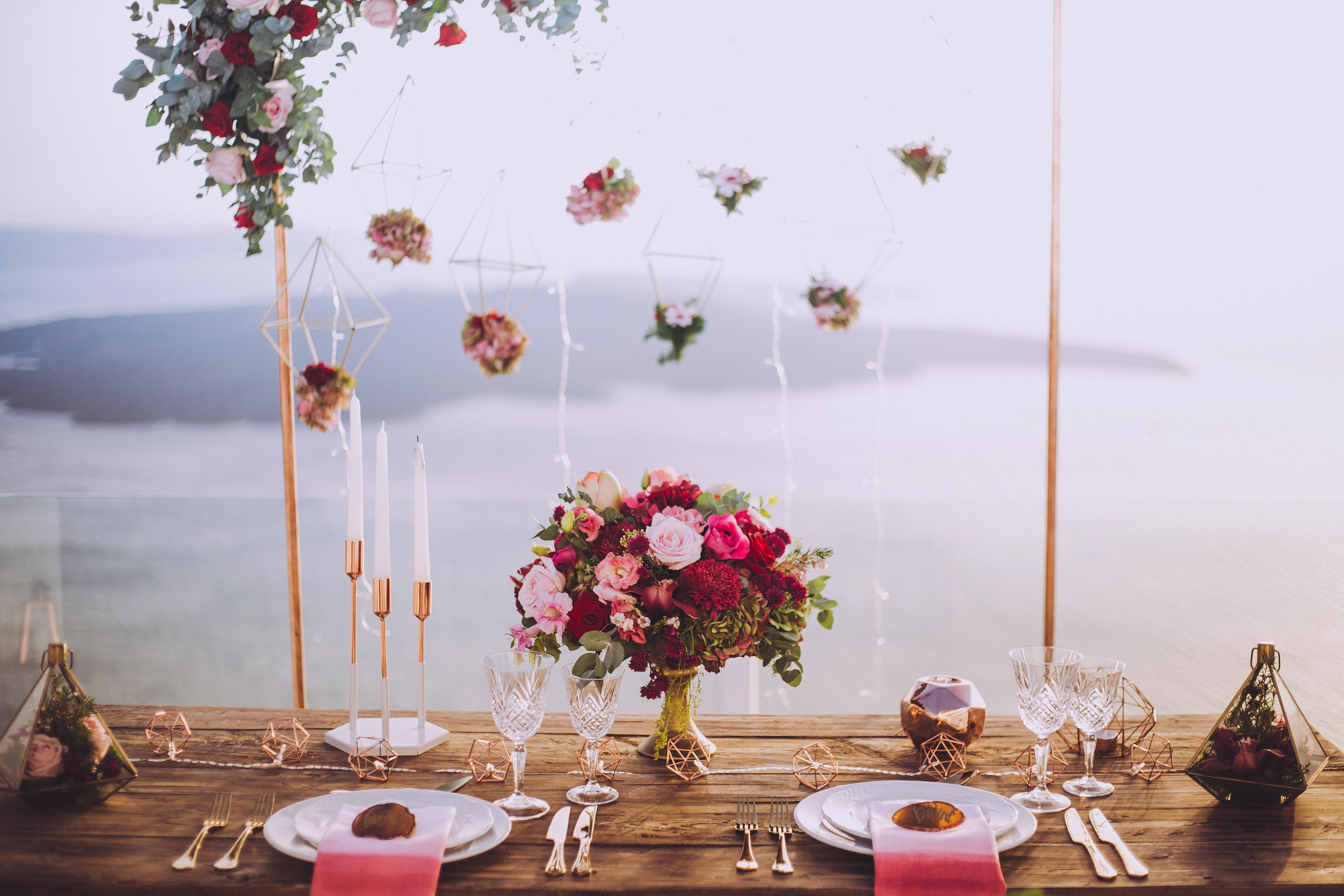 ¿Cómo organizar las mesas de invitados?