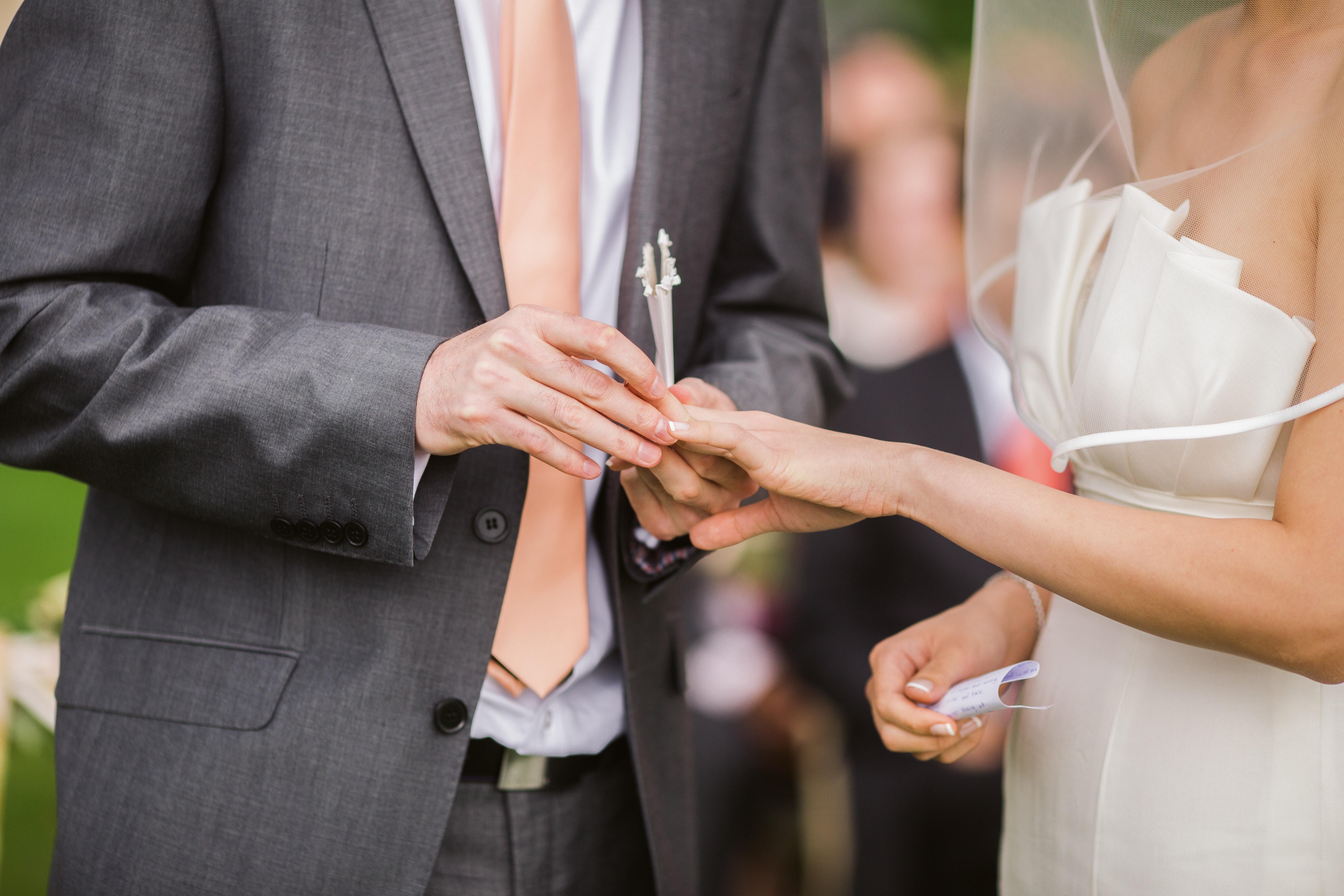 ¿Cómo escribir los votos matrimoniales?