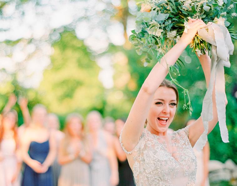 ¿Por qué las novias lanzan el ramo?